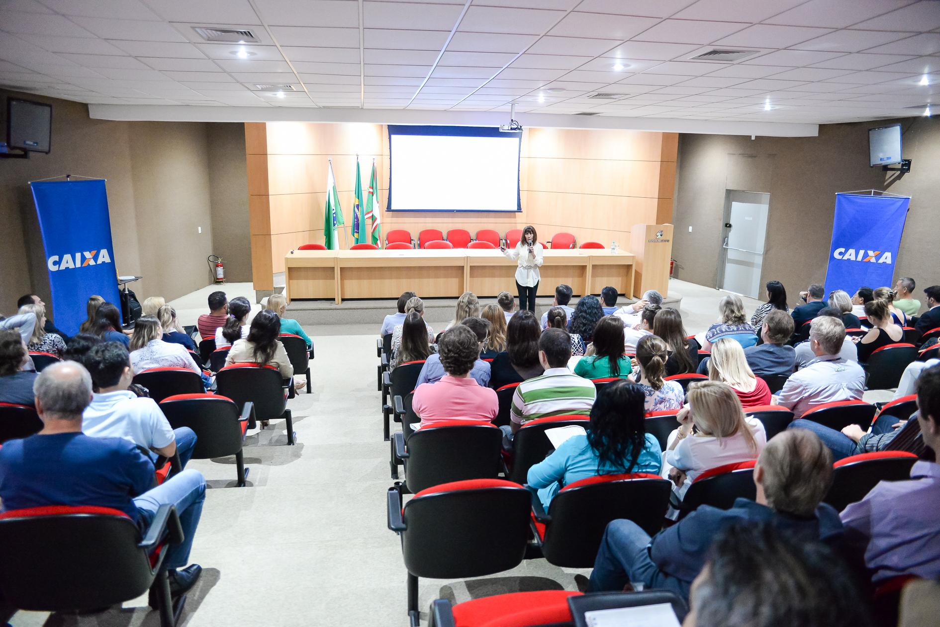 Sinduscon-PR realiza palestra com a Receita Federal na sede da entidade